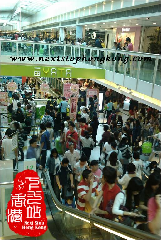 Crowds in YATA sale 2