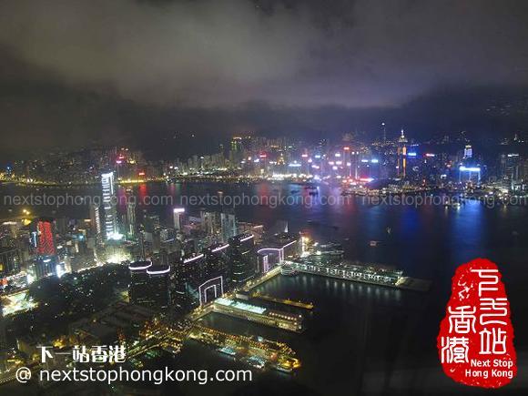 從天際100香港觀景台上看維港夜景