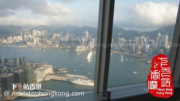 天際100香港觀景台上看維多利亞港