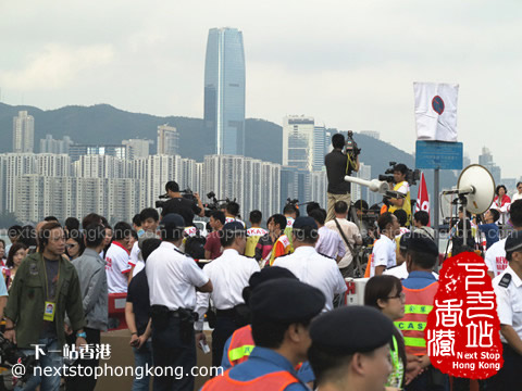 Crazy Crowds and Press (New World Harbour Race 2012)