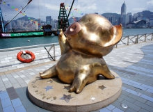 McDull-Statue-Avenue-of-Stars-Hong-Kong