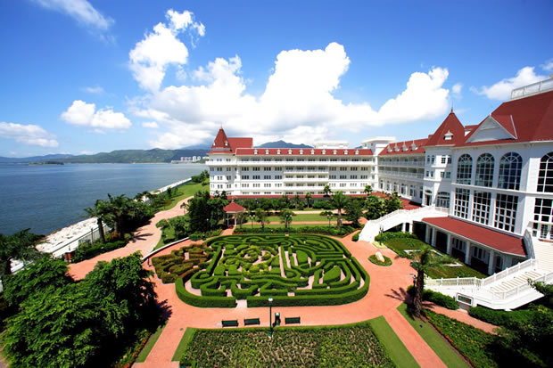 Hong Kong Disneyland Hotel with Victorian Style