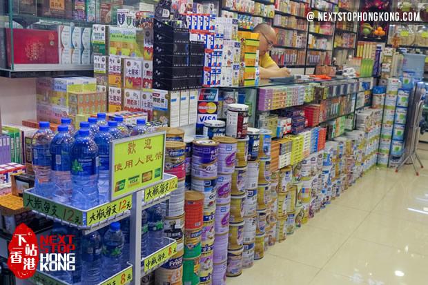 香港药房叠起来的奶粉罐
