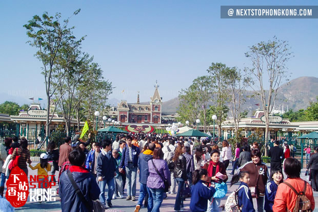 Crowds in Hong Kong Disneyland