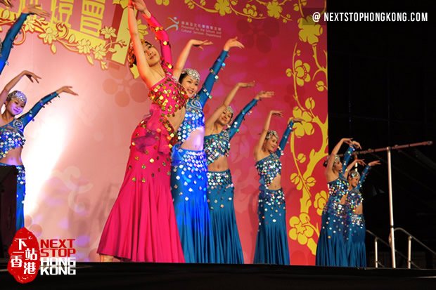 Chinese dance on Mid-Autumn Carnival Night